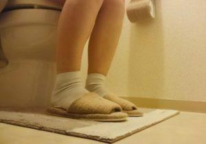 トイレ時の女性