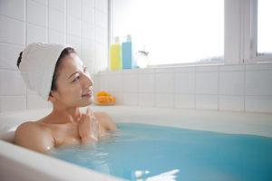 入浴時の女性